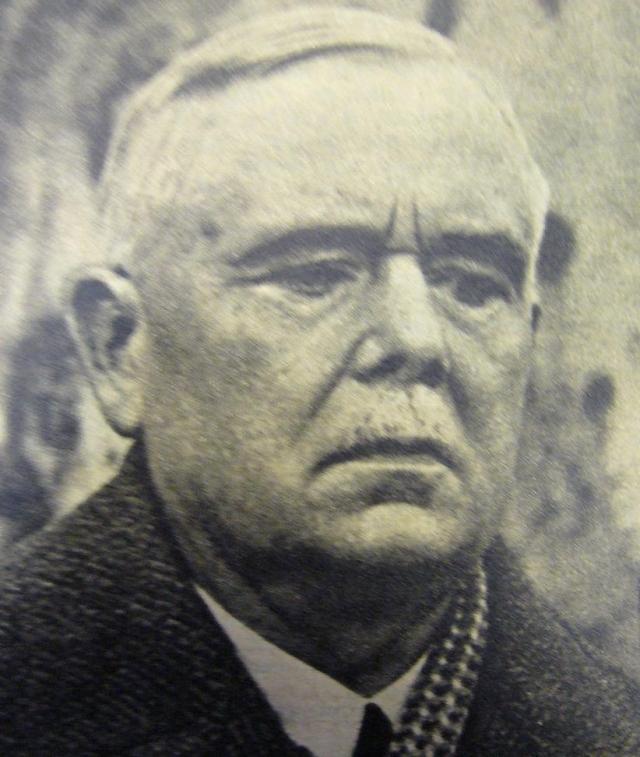 Казнил убийцу французский палач Жюль Анри Дефурно .