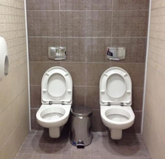 После того как фото подобного туалета взорвало интернет, оператор ВВС, находящийся в России, даже провел специальное расследование и выяснил, что случаи парных унитазов в Сочи – это тенденция, а не единичный случай.