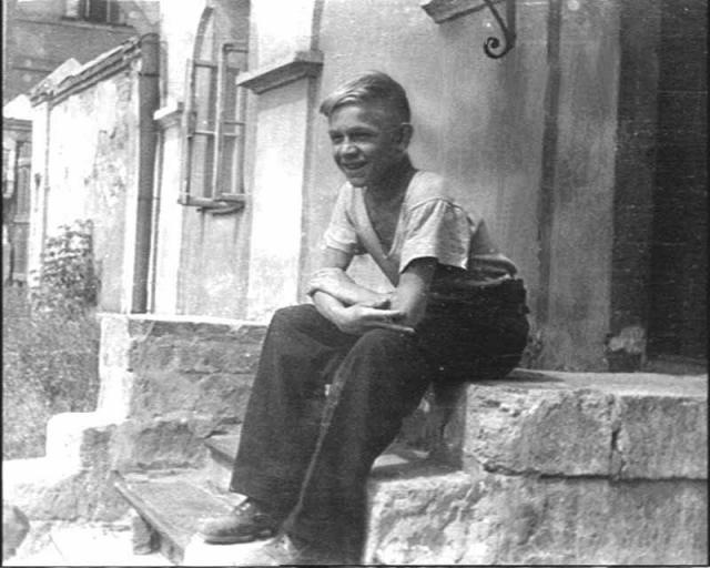 Белокурый весельчак Лев Дуров .