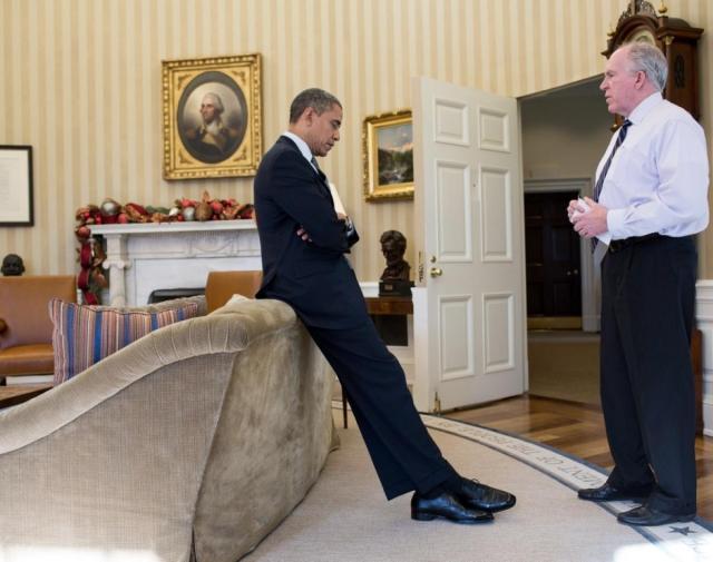 29 апреля в 08:20 Обама провел совещание с Бреннаном, Томасом Донильоном и другими советниками по вопросам национальной безопасности в дипломатическом кабинете в Белом доме и дал окончательный приказ об атаке на дом в Абботтабаде.