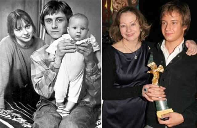 Евгения Добровольская, 54 года. Своему первому мужу Вячеславу Баранову российская актриса Евгения Добровольская сама сделала предложение. Когда она выходила замуж в 1983 году, ей было всего 18 лет. У Добровольской родился сын, но через несколько месяцев звездный брак распался: супруги оказались слишком разными людьми.