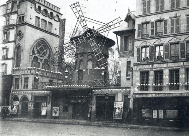 Центром кан-кана в Париже стало заведение Мулен Руж. И канкан, и стриптиз десятилетиями считались танцами крайне непристойными, вызывающими и вульгарными.