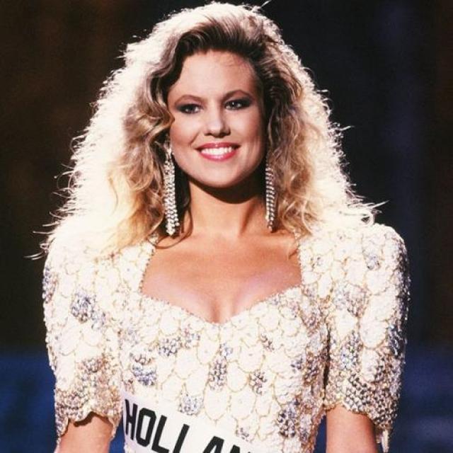 Ангела Виссер, Нидерланды. «Мисс Вселенная — 1989». 22 года, рост 175 см, параметры фигуры 90−62−96.