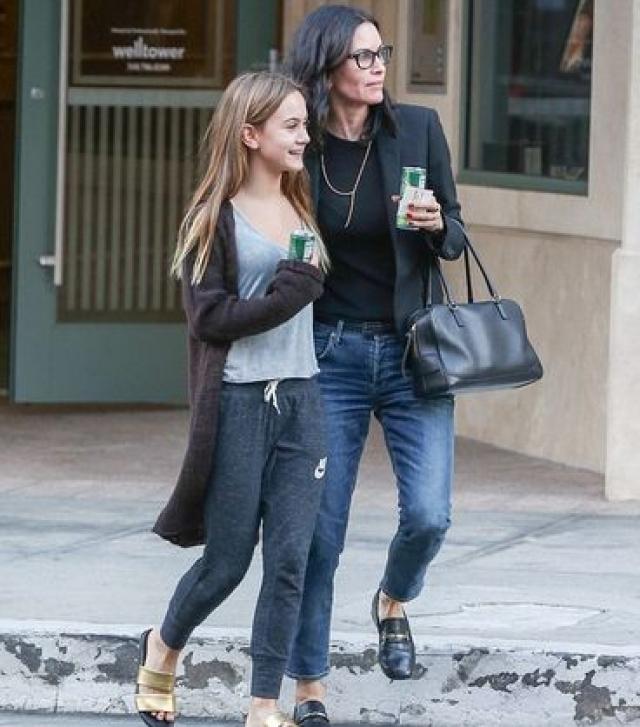 """13 июня 2004 Кортни родила дочь Коко Райли. Крестной мамой ЭКО-девочки стала лучшая подруга и коллега Кортни по сериалу """"Друзья"""" Дженнифер Энистон."""