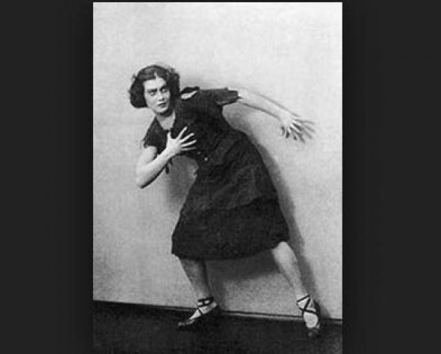 С 1920 года по 1926 год Орлова работала преподавателем музыки, а также играла на фортепьяно в кинотеатрах Москвы, сопровождая немые фильмы.