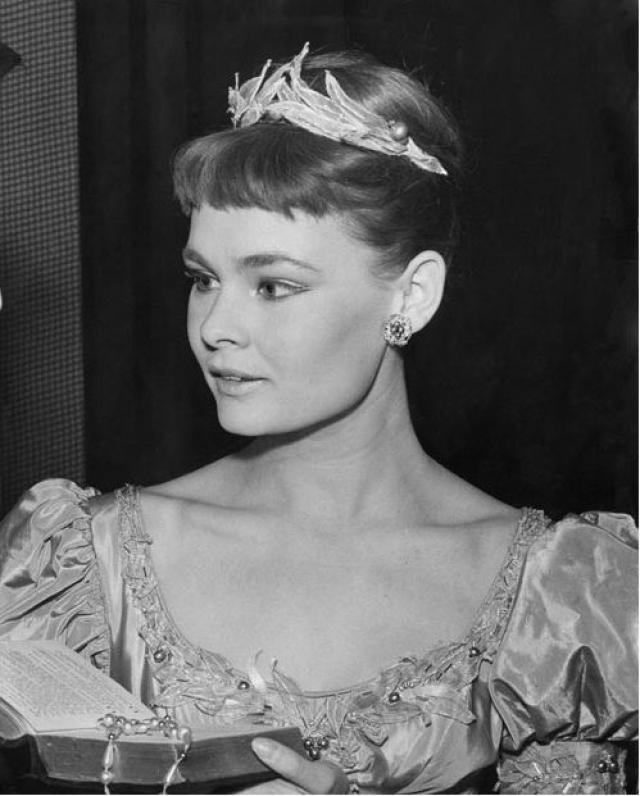 """Джуди Денч. Дебют Джуди на профессиональной сцене состоялся в 1957 году в театре Old Vic Company в роли Офелии в """"Гамлете"""". В 1960 году, в лондонском театре Олд Вик, Джуди Денч играет Джульетту в спектакле """"Ромео и Джульетта"""" в постановке Франко Дзеффирелли."""