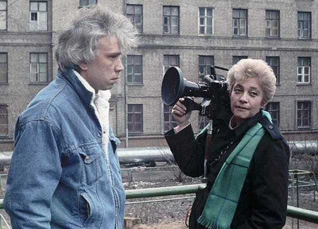"""Телеведущий одним из немногих использовал такой маркетинговый инструмент как устный выпуск телепередачи """"Взгляд"""" для популяризации программы. А творческие вечера в 1988—1991 годах проходили по всей стране."""