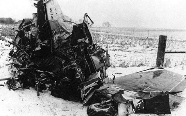 Удар о землю произошел на скорости около 270 км/ч, самолет при этом имел правый крен. После крушения он проскользил еще 170 м по замерзшей земле и остановился возле проволочной ограды.