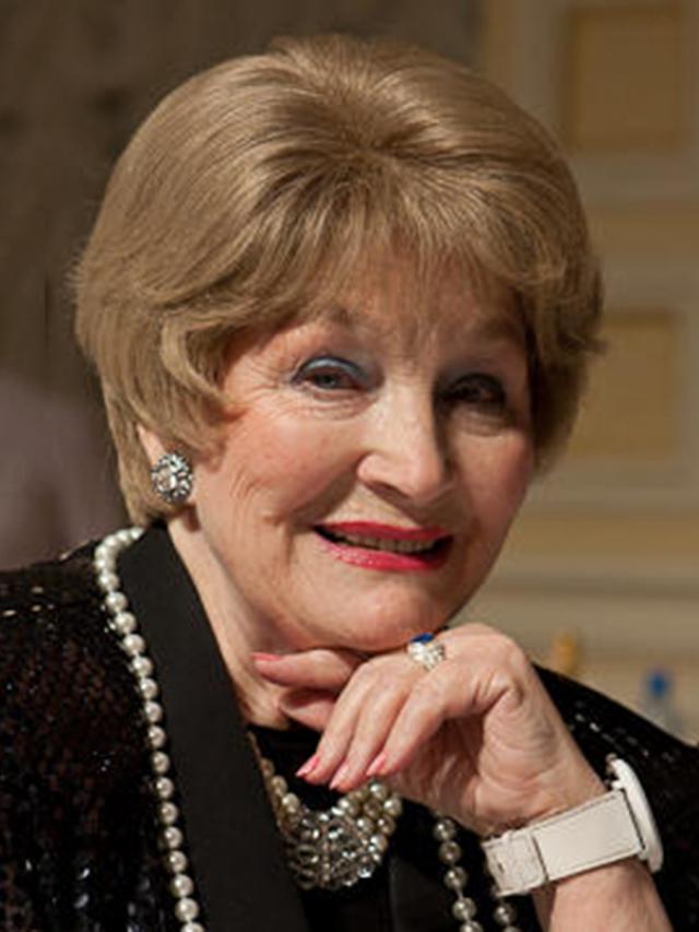 И хотя 86-летняя актрису нельзя обвинить в увлечении пластической хирургией, ее внешность претерпела разительные изменения.