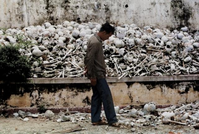 Самое известное поле смерти – Чоенг Эк. Сегодня там построен буддистский мемориал в память о жертвах террора.