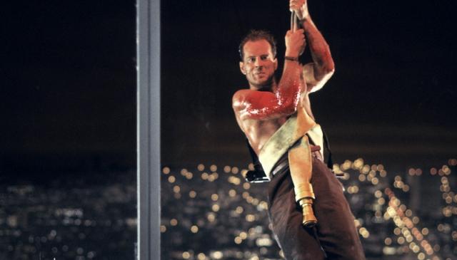 """Примечательно, что в разных странах название """"Die Hard"""" адаптировали совершенно по-разному. Так в Финляндии фильм вышел под названием """"Через мой труп"""". Польское название фильма """"Стеклянная западня"""". В Германии первая часть фильма, равно как и все остальные, шла в прокате под названием """"Умри медленно"""". В Испании фильм шел под названием """"Хрустальные джунгли""""."""