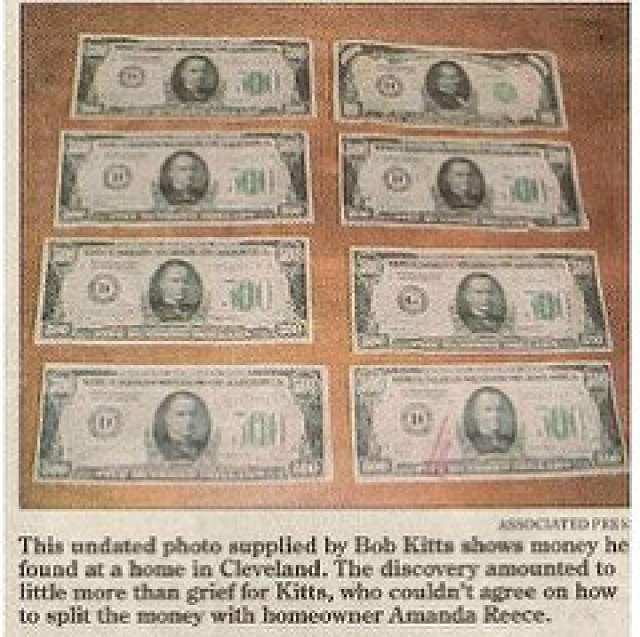 """Не успела еще утихнуть радость от такого обогащения, как спустя неделю нашлась еще одна """"заначка"""" кого-то из прошлых жильцов. Таким образом Киттс и Рис """"заработали"""" $45 000!"""
