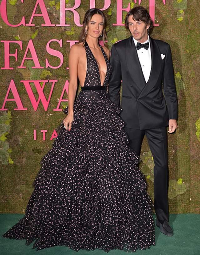 Уже в сентябре 2018 года Амбросио вышла в свет с новым парнем - основателем итальянского бренда Alanui Николо Одди, но о серьезности их намерений ничего неизвестно.