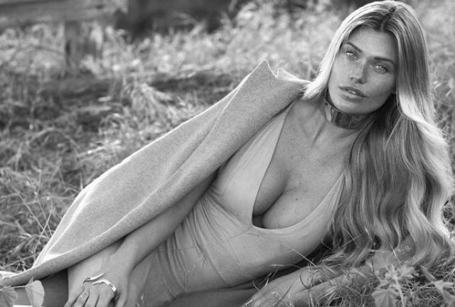 78. Саманта Хупс - модель и звезда с обложек Sports Illustrated Swimsuit Issue.