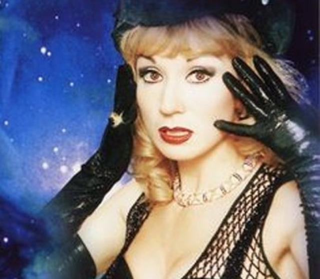 """Маша Распутина. Певица """"ворвалась"""" в звездную плеяду исполнителей в конце 80-х, а к 90-м уже всем был известен яркий и вызывающий образ с таким же узнаваемым вокалом и манерой исполнения."""