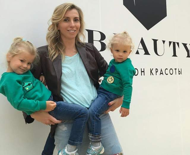 Если Сергей проводит с внучками из-за постоянной занятости не так много времени, то Светлана старается уделять им как можно больше внимания.
