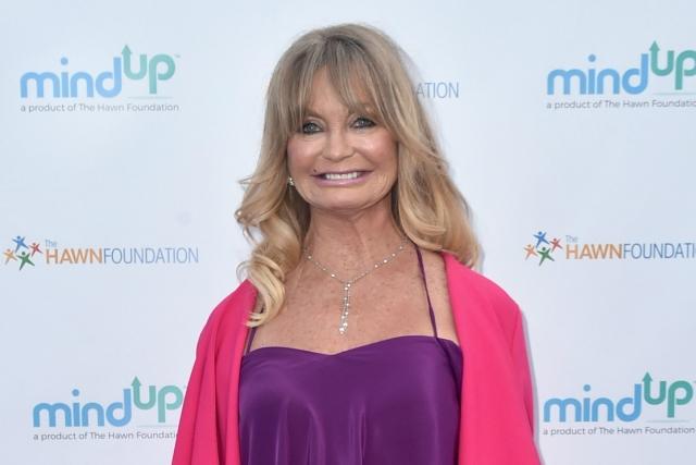 Голди Хоун. 71-летняя кинодива в последние годы неоднократно прибегала к услугам пластических хирургов, что особенно заметно по ее губам.