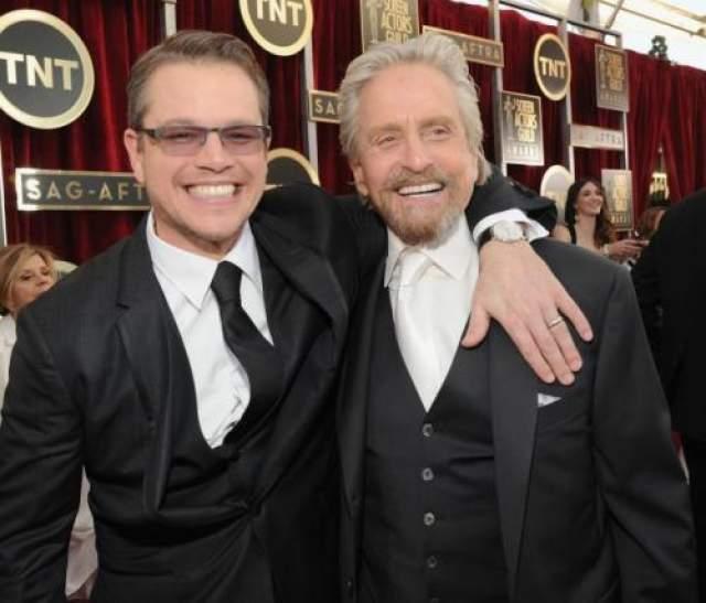Мэтт Дэймон и Майкл Дуглас - мастер-класс по улыбке в 32 зуба.