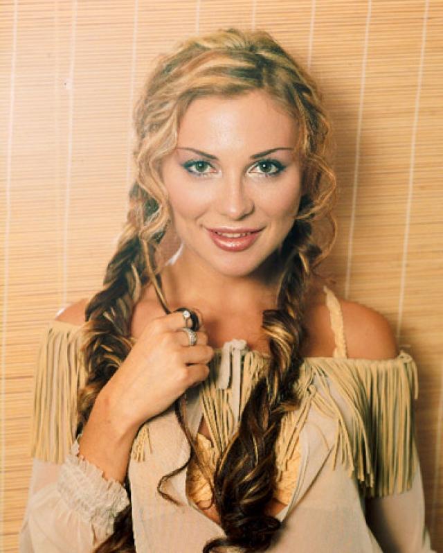 Лариса Черникова. Популярность Ларисы Черниковой пришлась на 90-е. Будучи женой крупного бизнесмена, ей было на что записывать альбомы.
