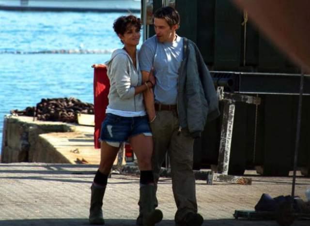 Хэлли Берри и Оливье Мартинез на романтической прогулке. К несчастью сейчас отношения пары уже потерпели крах.