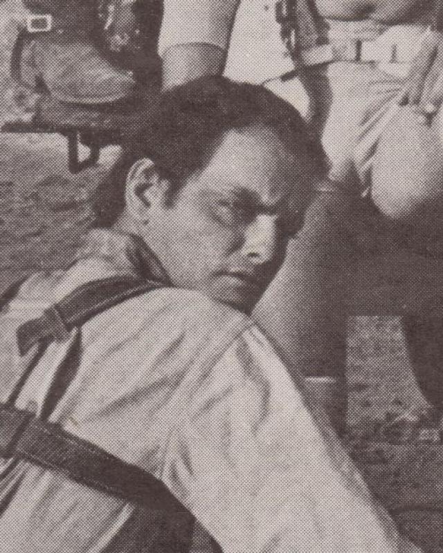 Режиссер Алан Дж. Пакула принял решение оставить роковой дубль в фильме – весь, за исключением момента удара Джима о столб. Каскадеру было 40 лет.