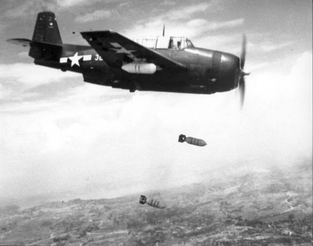 Из Форта Лодердейл во Флориде 14 пилотов поднялись в воздух и взяли курс на Багамские острова. После чего диспетчеры получили сообщение, что самолеты потеряли ориентировку и не знают как вернуться на берег.