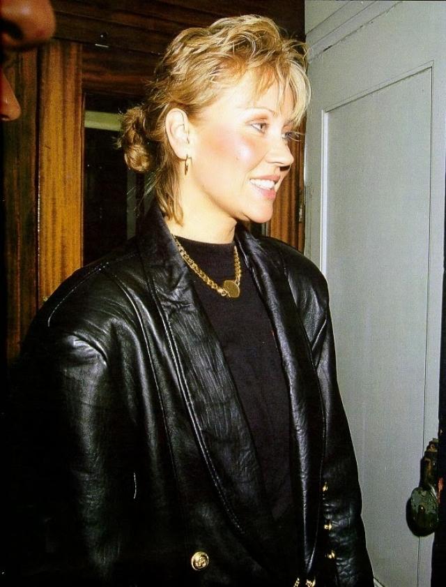 Но в 1987 году певица перестала выступать и прекратила общение с прессой... Как она призналась позже - всему виной напряженная гастрольная гонка, которую не выдержали нервы.