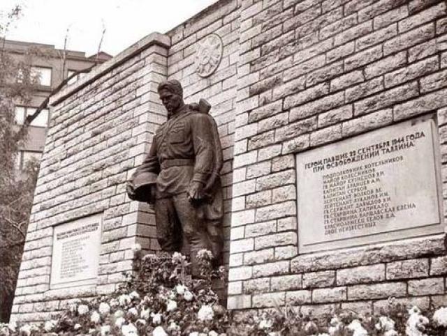 """"""" Раянгу был настоящим героем. Во время войны он служил сержантом Эстонского стрелкового корпуса, был награжден двумя орденами Красной Звезды. Это редкий пример отваги """"."""