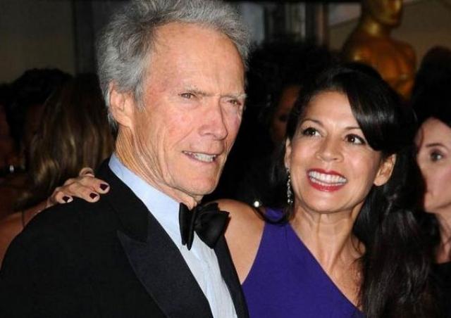 Его нынешняя супруга - 46-летняя телеведущая Дина Руиз, с которой они живут вместе уже 16 лет и воспитывают общую дочь - Морган.