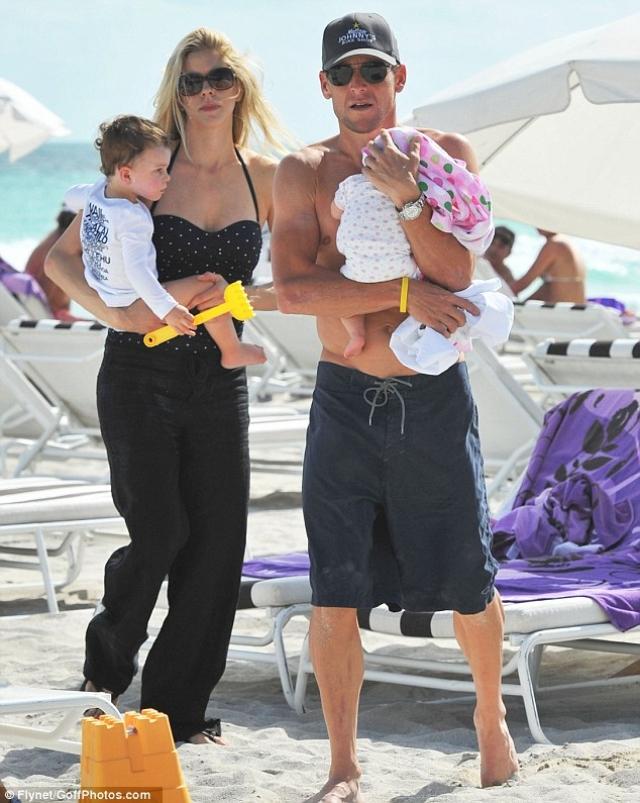 Спортсмен прислушался к советам специалистов и в итоге стал отцом трижды: в 1999 году у него родился первенец Люк Дэвид, а спустя два года - близняшки Грейс Элизабет и Изабель Роуз.