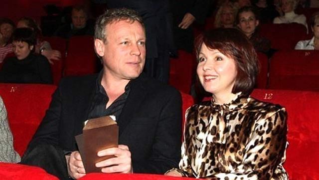 Через несколько месяцев после съемок в сериале Моя прекрасная няня актер Сергей Жигунов подал на развод с супругой Верой Новиковой , с которой прожил 24 года.
