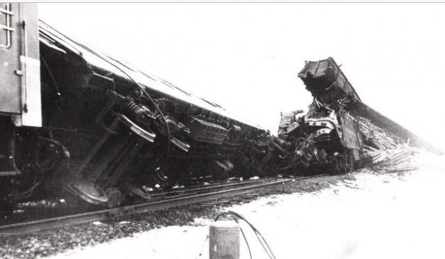 Установлено, что скорый пассажирский поезд № 4 следовал ранее расписания на 3 минуты и принимался на главный путь разъезда по открытому на один желтый огонь входному светофору с остановкой для скрещения с прибывающим грузовым поездом.