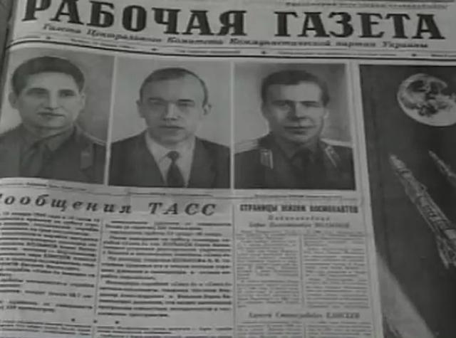 Звездный экипаж - Шаталов, Волынов, Елисеев, Хрунов - только что прилетел во Внуково, где их и встретил глава государства.