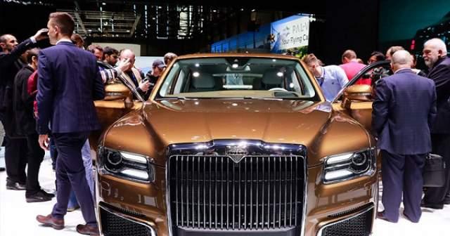 Надежда Кадышева. Золотой Maybach в марте 2019 года артистка получила в подарок от своего супруга. Стоимость презента составляет около 15 млн рублей.