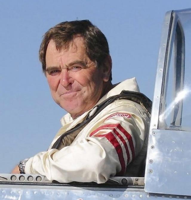 """Самолетом """"Мустанг П-51"""" управлял опытный 74-летний летчик."""
