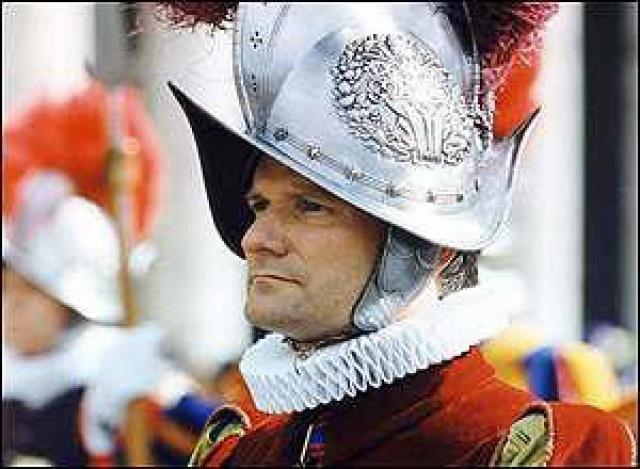 """Он выяснял, насколько эта секта проникла в швейцарскую гвардию. Считали, что Эстерманн был преданным членом """"Опус Деи"""", регулярно пытался объединить других служащих вокруг общего дела."""