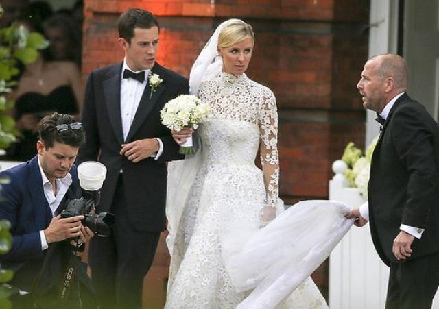 Пожалуй, в одном она все же переплюнула сестрицу - вышла замуж за банкира и богача Джеймса Ротшильда.