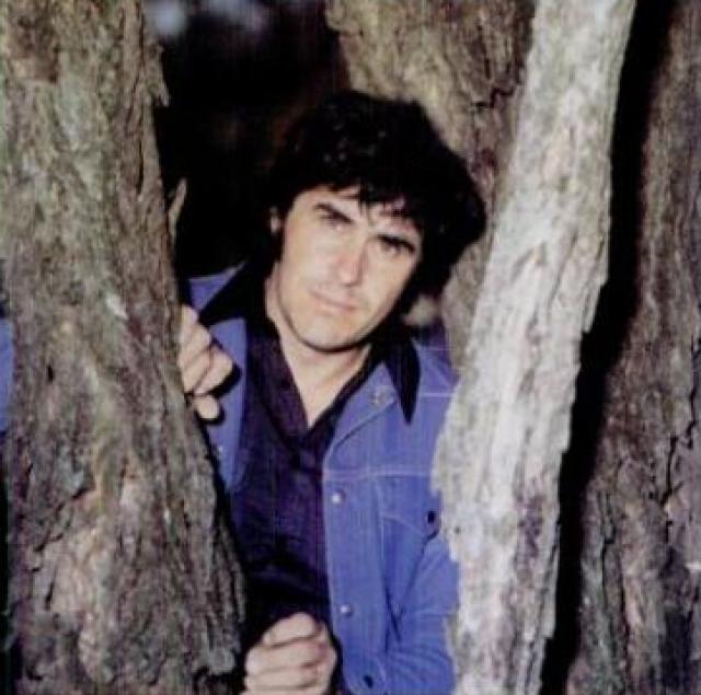 """Мел Стрит, 21 октября 1935 - 21 октября 1978. Кантри-певец, известный также как Король Малачи-стрит, был популярен в середине 1970-х годов, когда выпустил несколько хитов, таких как """"You Make Me Feel More Like a Man,"""" """"Forbidden Angel,"""" """"I Met a Friend of Yours Today,"""" """"If I Had a Cheatin' Heart,"""" and """"Smokey Mountain Memories""""."""