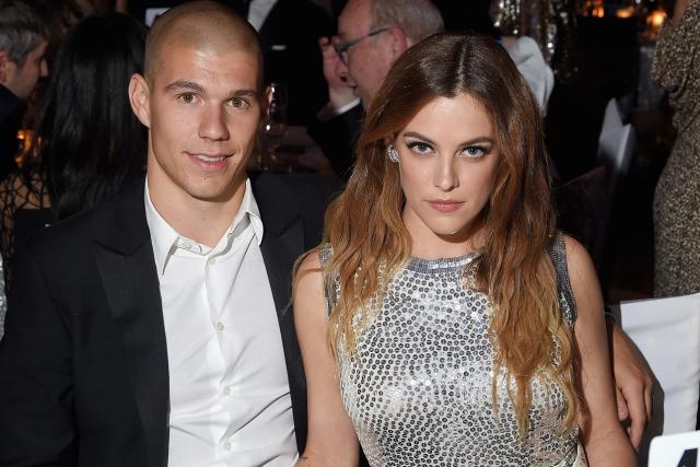 Райли Кио вышла замуж за красавца-каскадера Бена Смита-Петерсона в феврале.