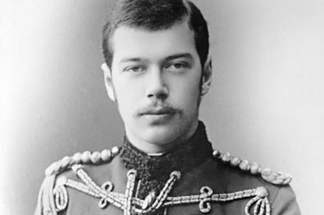 В качестве наследника престола Николай девять месяцев путешествовал, проехав через Австро-Венгрию, Грецию, Египет, Индию и Китай, достигнув Японии и вернувшись через Сибирь.
