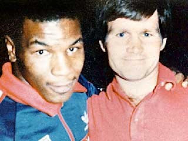 В 13 лет Тайсон был отправлен в спецшколу для несовершеннолетних преступников, расположенную в северной части Нью-Йорка, где работал учителем физкультуры бывший боксер Бобби Стюарт, которому Майк рассказал, что хочет стать профессиональным боксером.