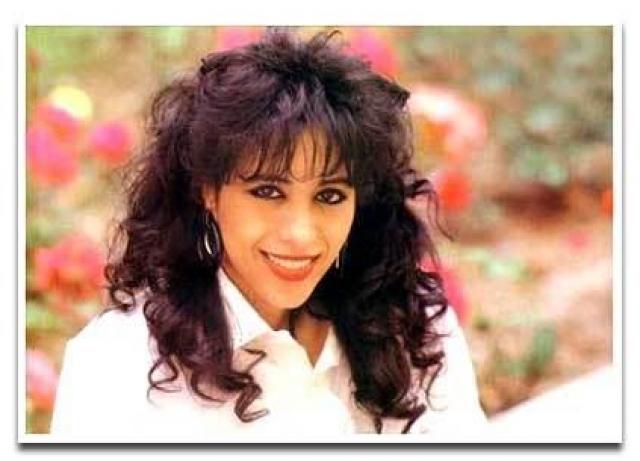 Офра Хаза Знаменитая израильская певица Офра Хаза, как сообщает Википедия, официально умерла от пневмонии, вызванной гриппом, 23 февраля 2000 года.