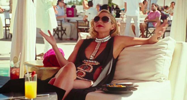 """Ким Кэтрол / «Секс в большом городе» Саманта из """"Секса в большом городе"""" не раз признавалась, что всю жизнь ведет борьбе с лишним весом, а ее рацион в питании - постоянные ограничения и диеты. Страдания актрисы не прошли даром - в 2010 году Ким продемонстрировала прекрасную фигуру в бикини в продолжении фильма по мотивам сериала."""