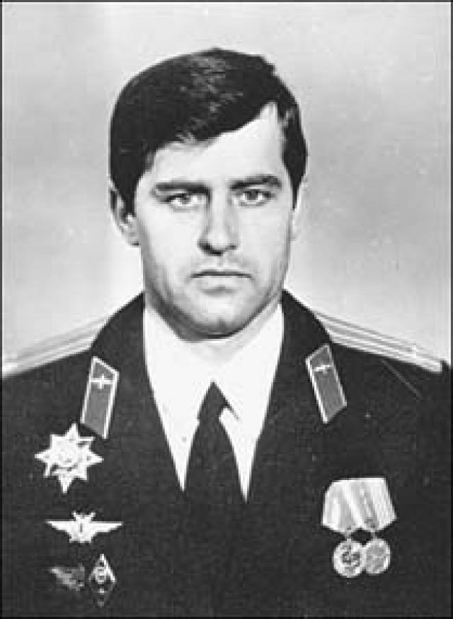 23 мая 1996 года во время совершения учебного полета в Барановичах Су-27 белорусского летчика Владимира Карвата отказал.
