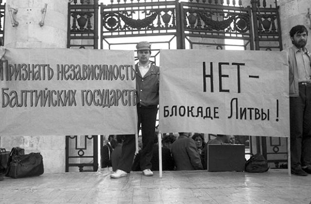 С Запада приходило множество писем поддержки двум литовцам от общественных и религиозных деятелей.