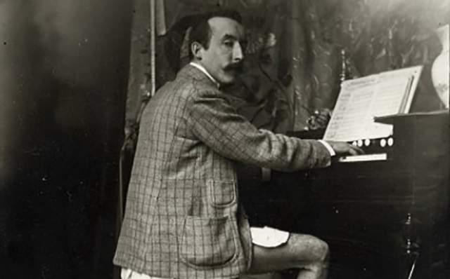 Гогену грозила тюрьма, от которой его спасла смерть от сердечного приступа в 1903 году. А в 1906 году прошла выставка более 200 его работ, с которой началась его популярность.