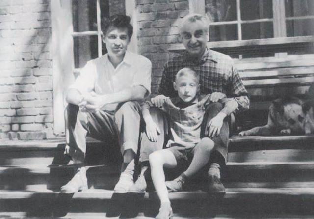 С Орловой и Александровым жил сын режиссера от первого брака, Дуглас. Однако, когда тот уже повзрослел, Любовь Петровна попросила его съехать после того, как тот, воспользовавшись отъездом отца с мачехой за границу, без разрешения устроил в доме разгульную вечеринку.