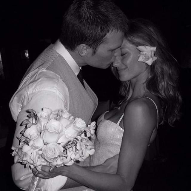 В 2013 году топ-модель Жизель Бундхен выложила фото в Instagram фото со свадьбы 2009 года, которая проходила в обстановке строжайшей секретности. Жизель замужем за футболистом Томом Брэди, с которым она встречалась два года перед их свадьбой. У супругов двое детей: сын Бенджамин (2009) и дочь Вивиан Лейк (2012)
