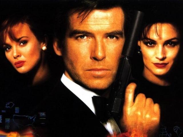 """90-е – эпоха Пирса Броснана в Бондиане. Первым из его фильмов стал """"Золотой глаз"""" (GoldenEye) - вышел на экраны в 1995."""