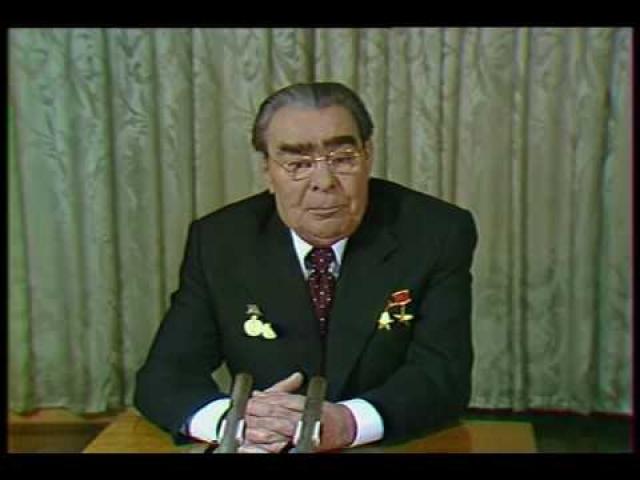 Именно Брежнев стал автором традиции поздравлять народ с Новым годом. Первое телевизионное поздравление, ставшее теперь привычным, он сделал 31 декабря 1970 года.